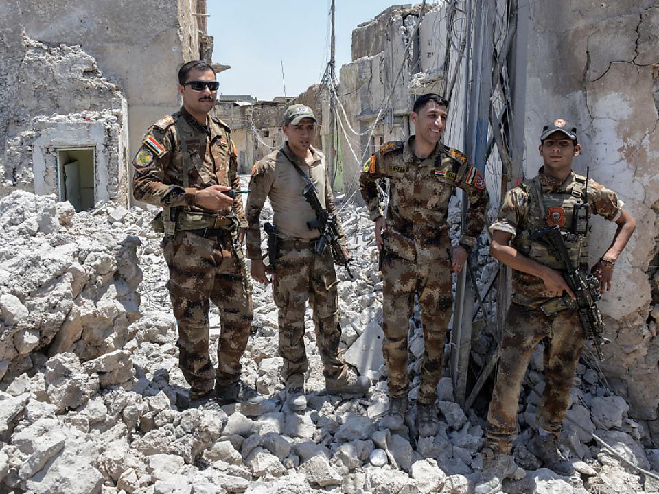 Irakische Soldaten in der zerstörten Altstadt von Mosul