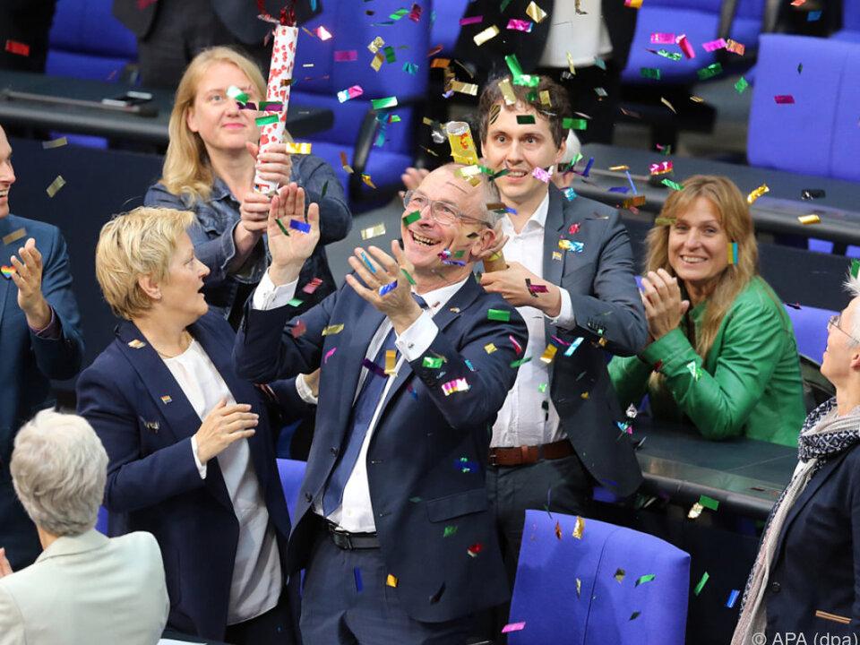 Jubel im deutschen Bundestag nach Ja für \