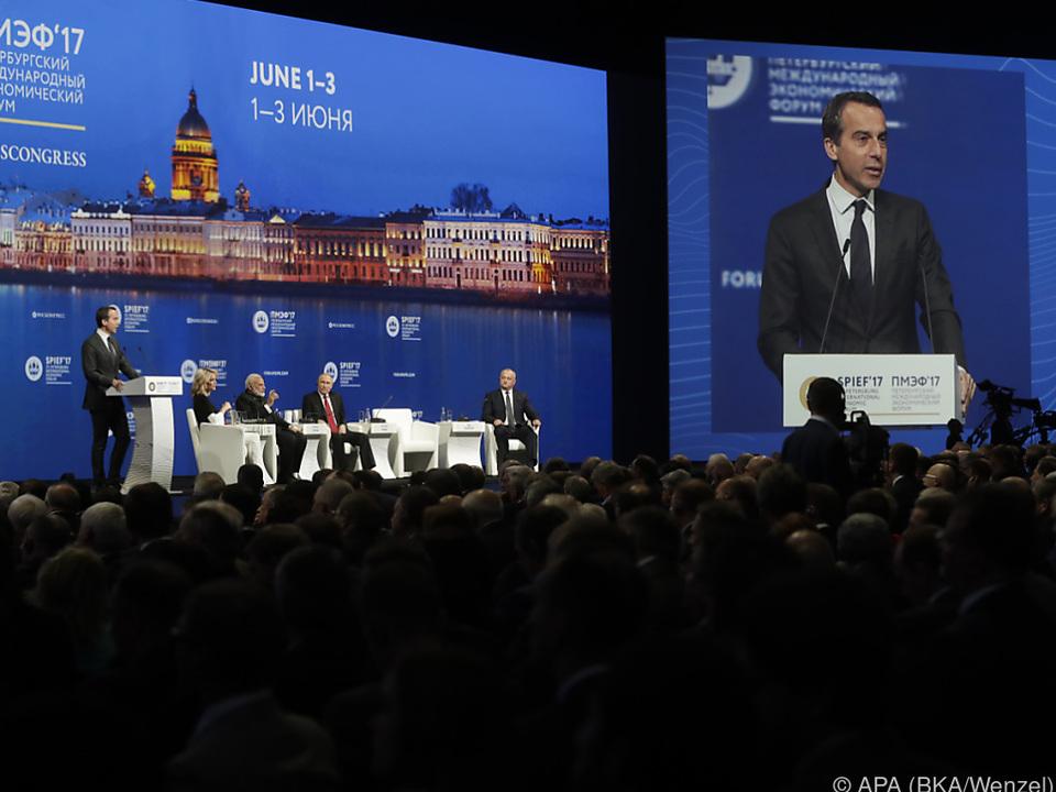 Kern bei seiner Rede beim Wirtschaftsforum in St. Petersburg