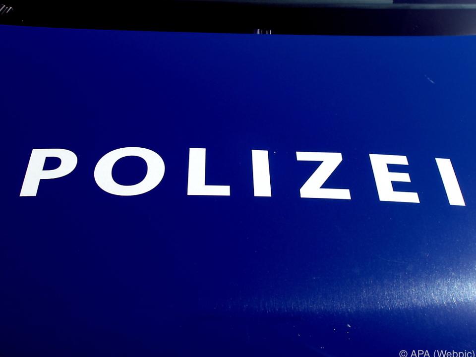 Laut Polizei flüchtete der Mann mit Schmuck in einer Umhängetasche