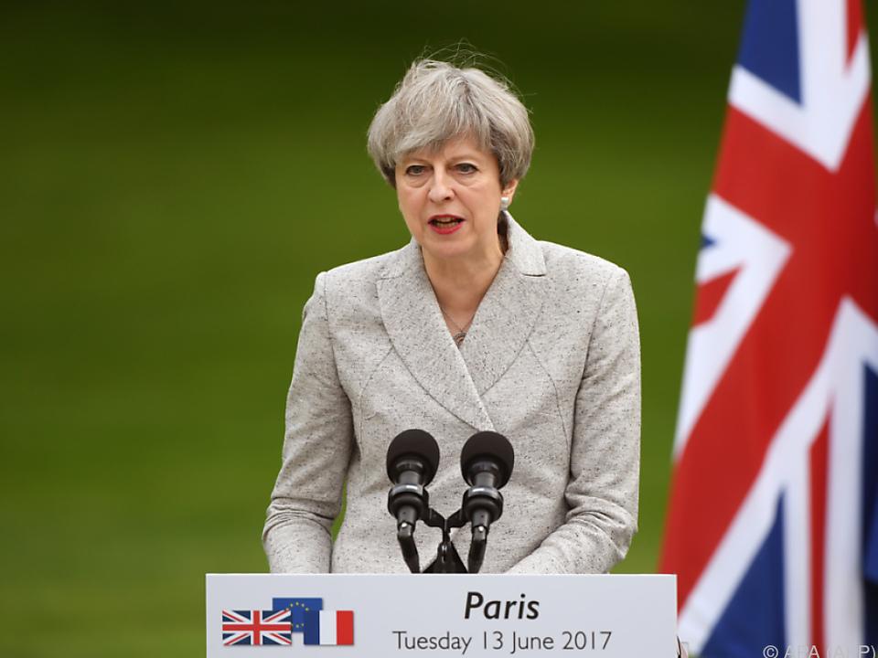 May gab in Paris über Brexit Auskunft