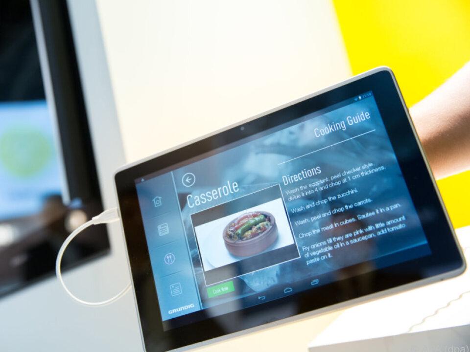 Mithilfe von Smartphones und Tablets lassen sich Geräte steuern