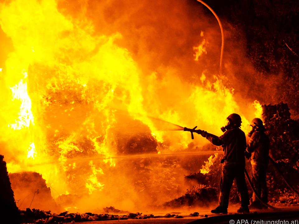 Plastikballen waren in der Firma in Brand geraten