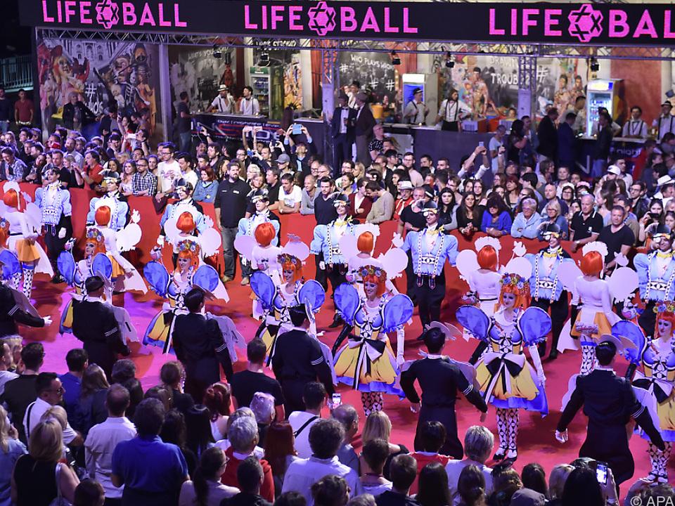 Prunkvolle Eröffnung des Life Balls 2017