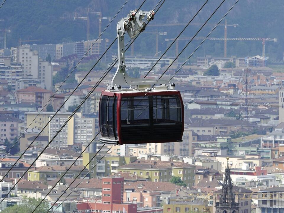 seilbahn renon-ritten-cable-car-overlooking-the-city