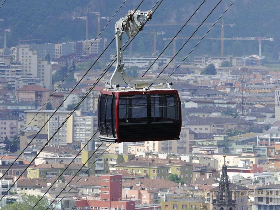 seilbahn renon-ritten-cable-car-overlooking-the-city