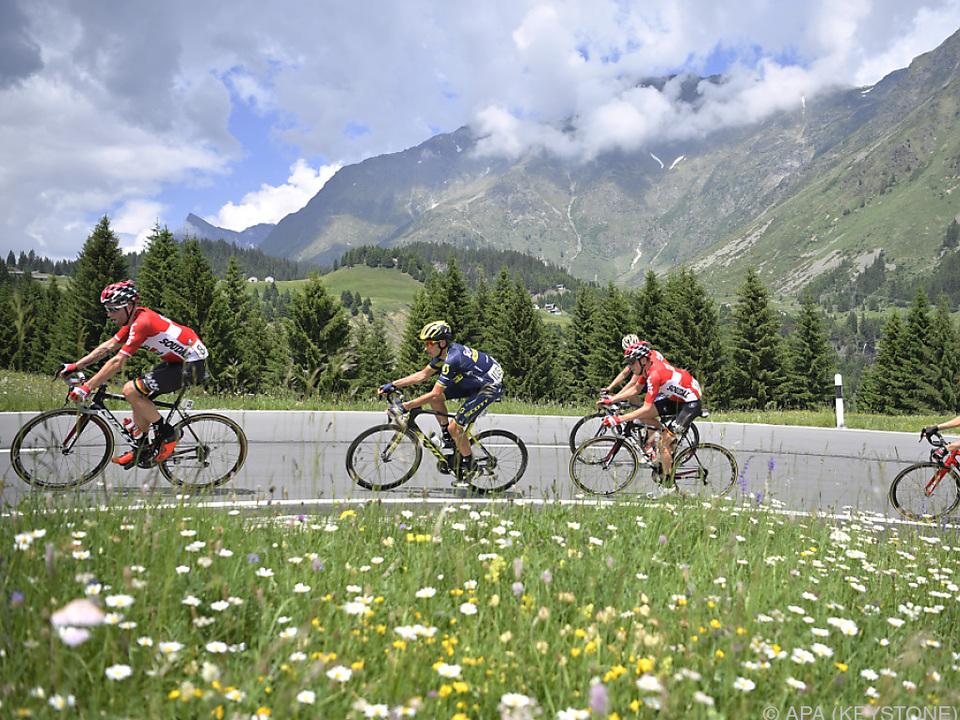 Schwere Etappe durch die Schweizer Alpen