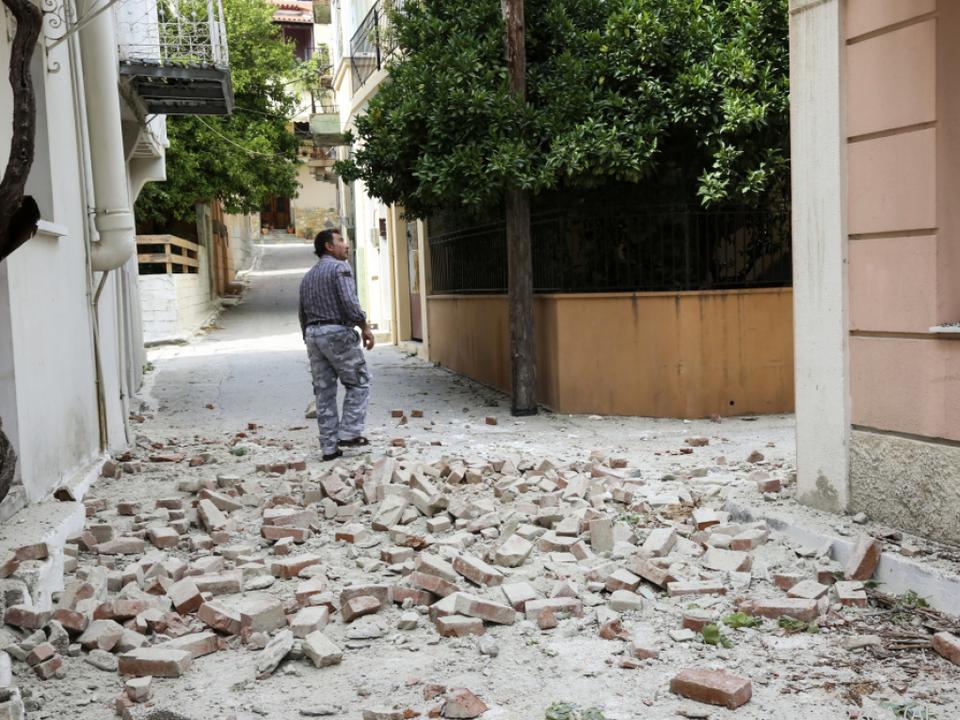 Szene nach dem Beben
