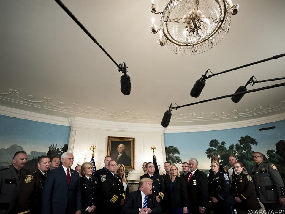 Trump einmal mehr mit ominösen Andeutungen zur Stelle