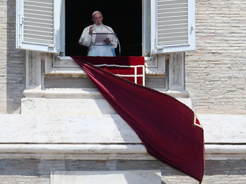 Vatikan stimmte Einreichung von \