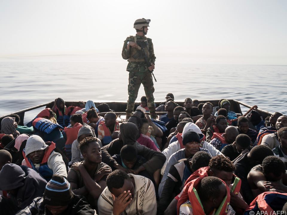 Wegen des guten Wetters machen sich viele Flüchtlinge auf den Weg