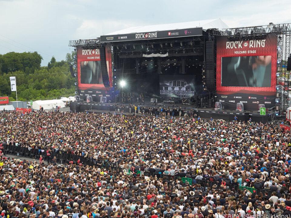 Zehntausende Menschen mussten das Festivalgelände verlassen