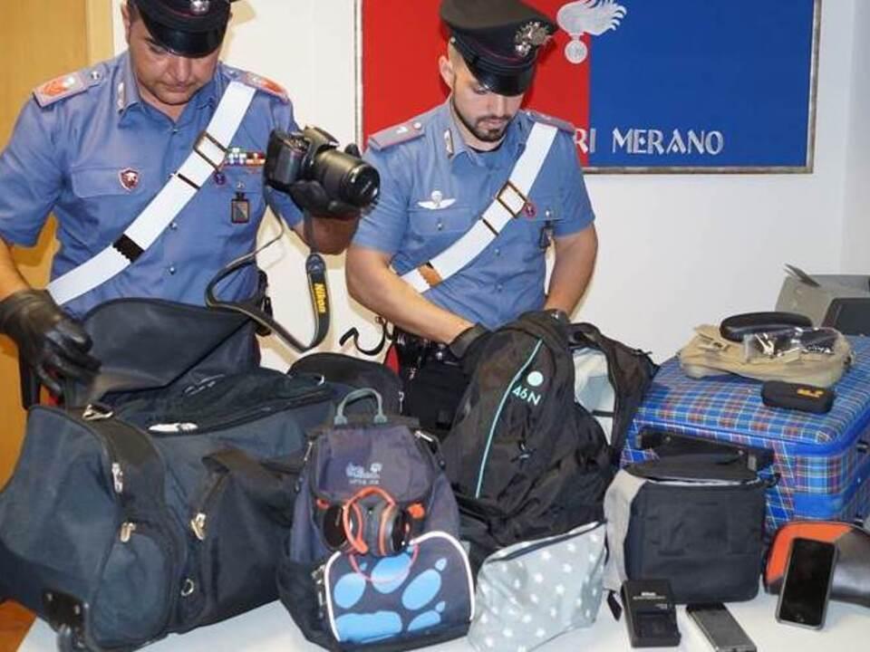 20170717-i-carabinieri-di-merano-con-la-refurtiva-recuperata