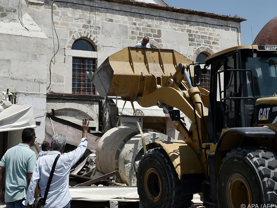 Aufräumarbeiten nach dem schweren Erdbeben