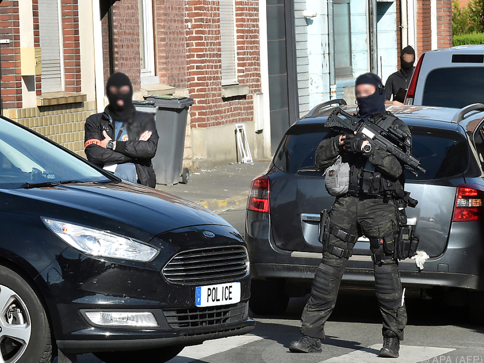 Bei den Verhafteten wurden auch Waffen gefunden