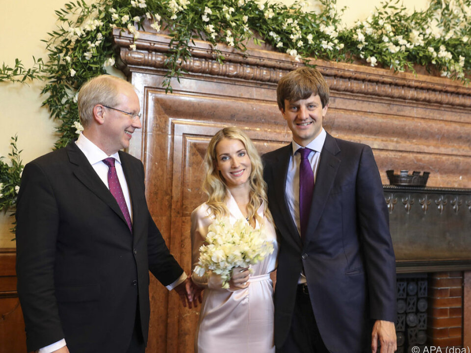 Das Brautpaar bei der standesamtlichen Hochzeit