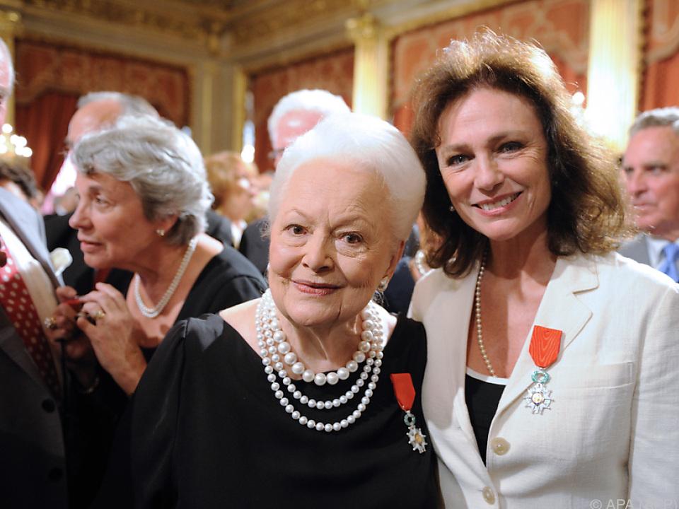 De Havilland mit Jacqueline Bisset im Jahr 2010