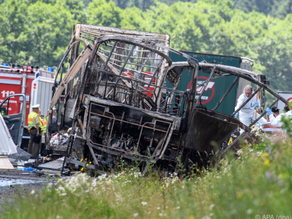 Der Bus brannte völlig aus