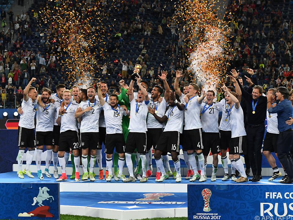 Die junge DFB-Elf belohnte sich mit dem Turnierpokal