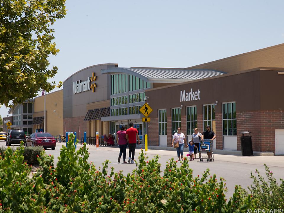 Die Opfer wurden in einem Lkw auf diesem Supermarkt-Parkplatz gefunden