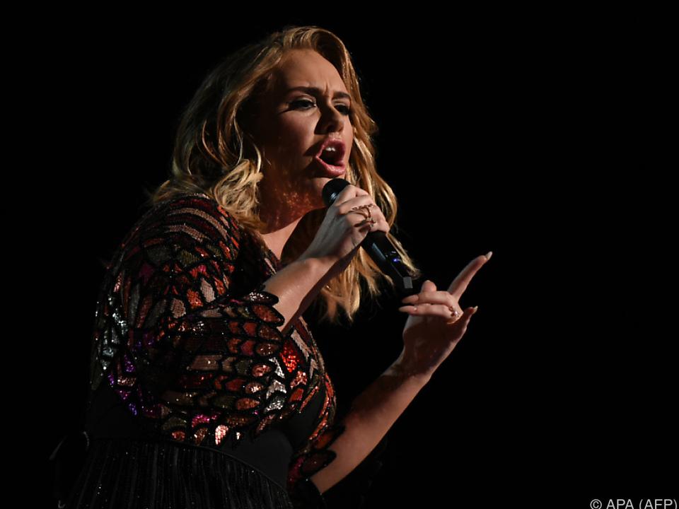 Die Stimmbänder machen nicht mehr mit, die Sängerin ist betrübt