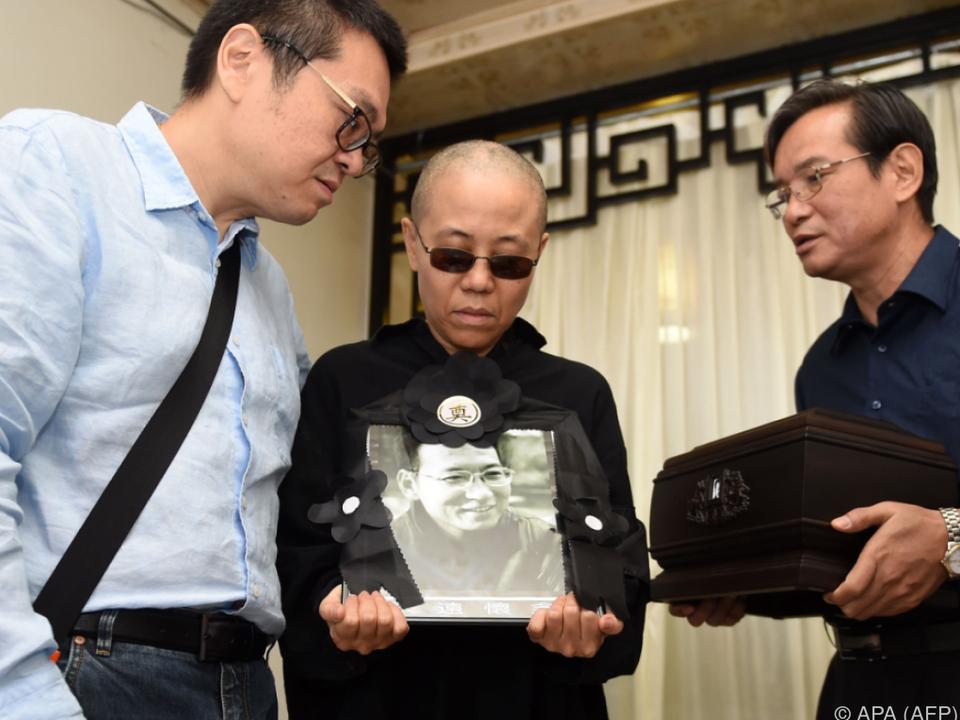 Die Witwe von Liu Xiaobo bei der Bestattungszeremonie
