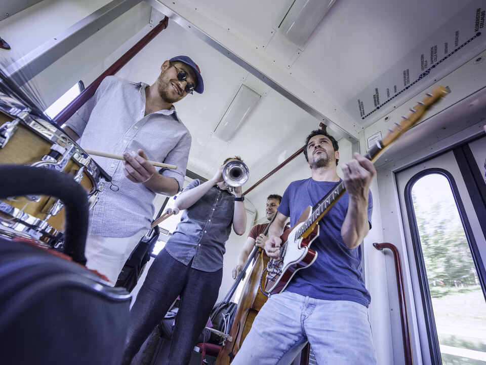 Carate Urio Acoustic in der Rittner Bahn in Oberbozen am 4. Juli