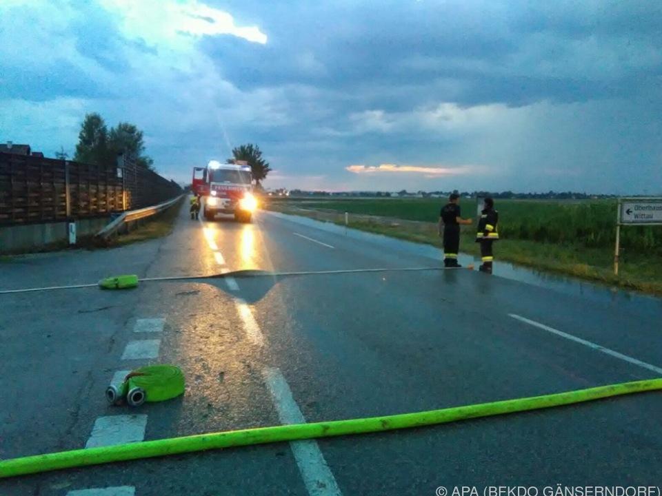 Unwetter mit Tornado zieht katastrophale Spur durch das südliche Wien und Niederösterreich