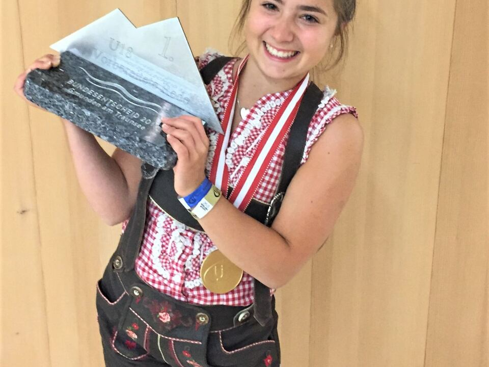 Foto 1: Katharina Giacomuzzi, die strahlende Siegerin der Kategorie Klassische Rede unter 18