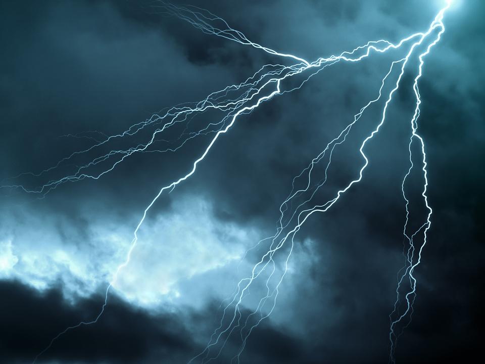 gewitter unwetter blitz regen