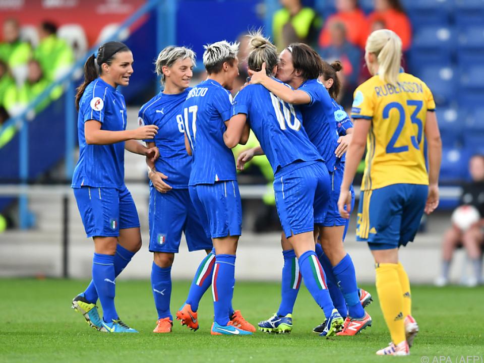 Grund zu Freude auf beiden Seiten: Italien siegte, Schweden ist weiter