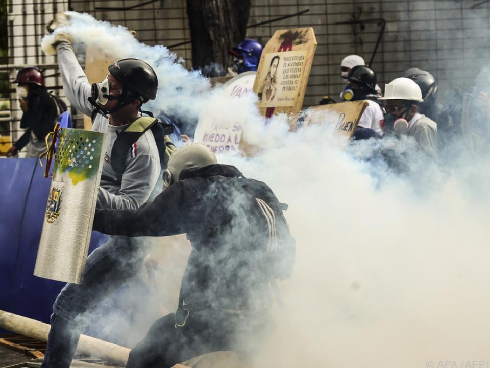 Heftige Zusammenstöße mit der Polizei