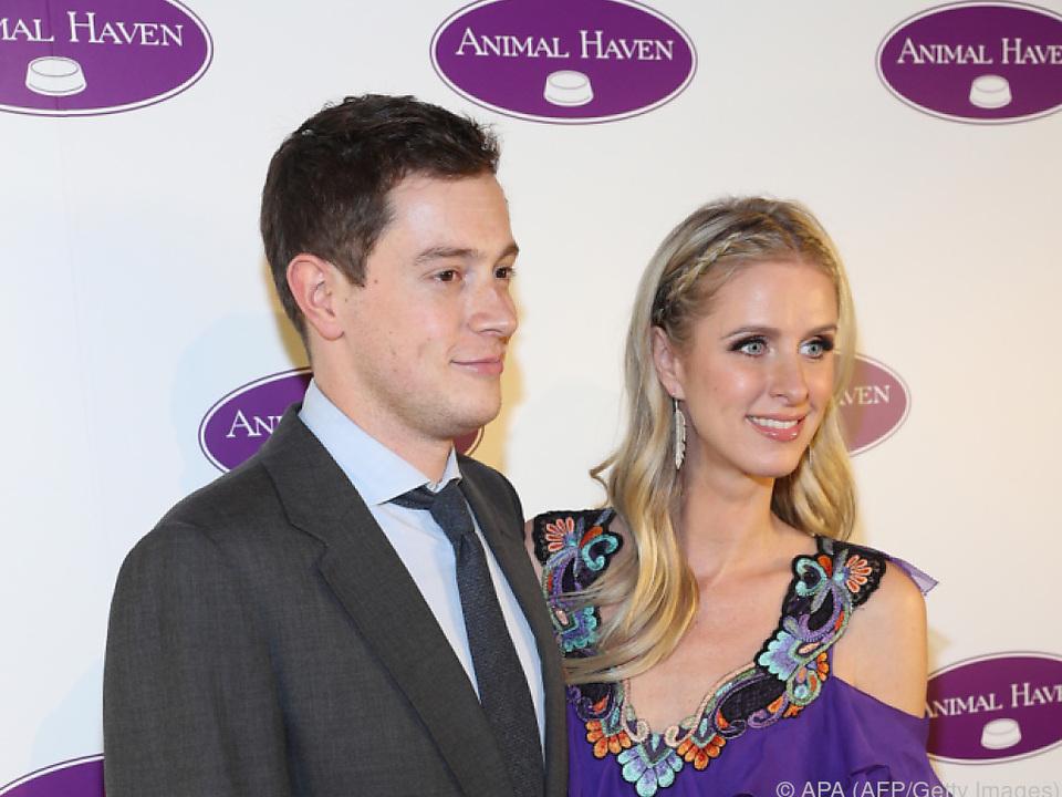 James Rothschild und Nicky Hilton freuen sich