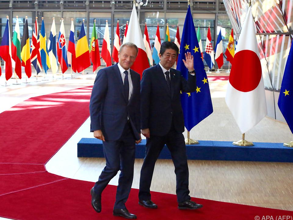Japans Premier Shinzo Abe traf EU-Ratspräsidenten Donald Tusk