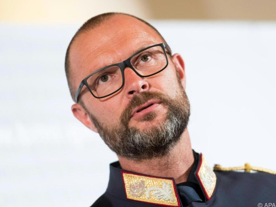 Landespolizeidirektor Pilsl bei einem kurzen Statement