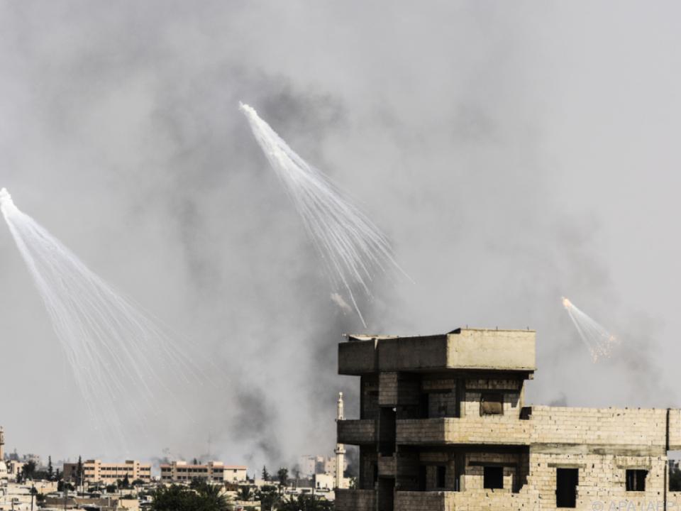 Luftangriffe auf Stellungen der IS-Miliz