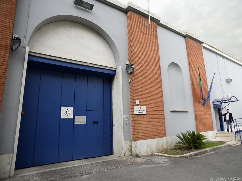 Mann wurde in Haftanstalt Rebibbia gebracht