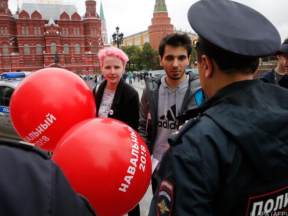 Moskaus Polizei nahm Nawalny-Anhänger in Gewahrsam