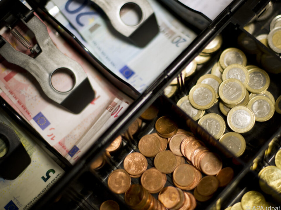 Österreicher zahlen im Ausland am liebsten in bar geld