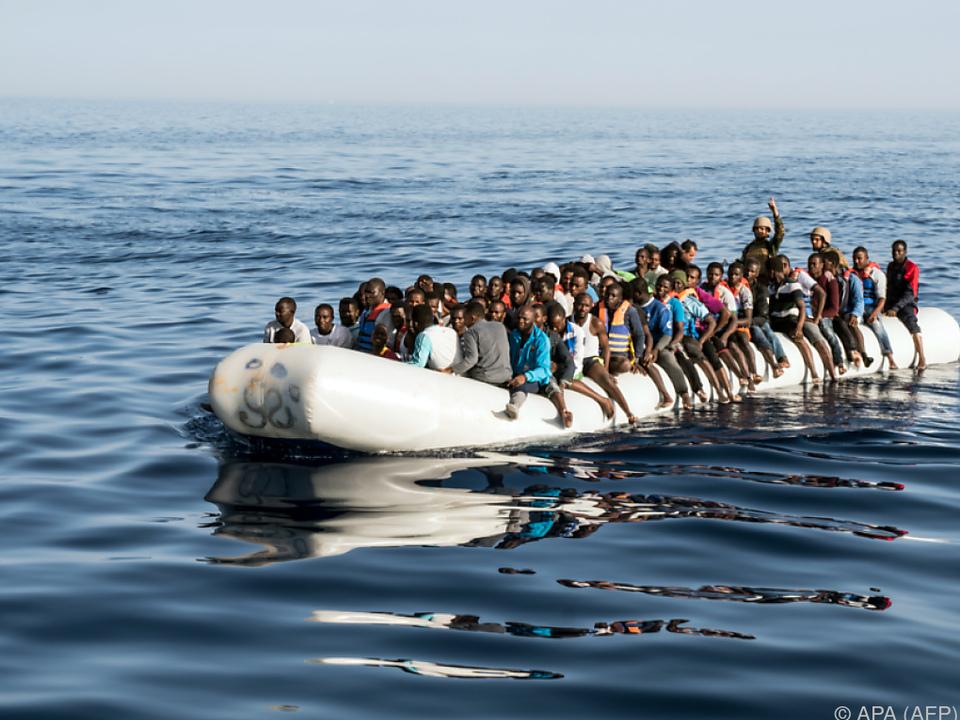 Schlauchboote mit zahlreichen Flüchtlingen wurden gesichtet