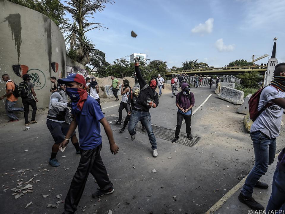 Seit 100 Tagen sind diese Bilder in Venezuela an der Tagesordnung