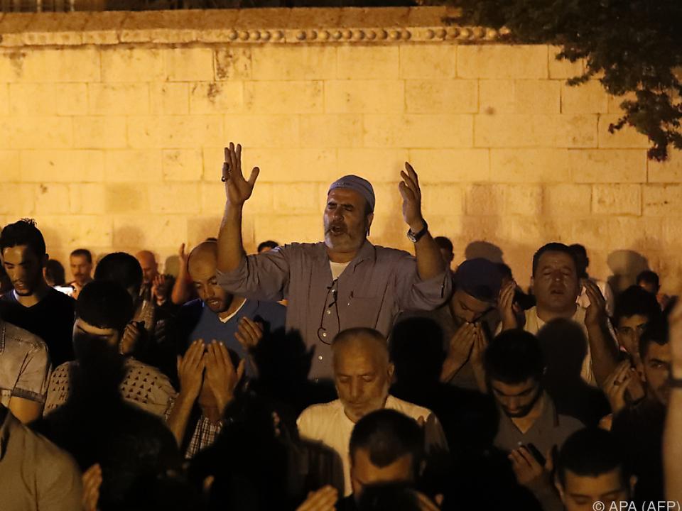 Tausende muslimische Gläubige beteten in Jerusalems Altstadt