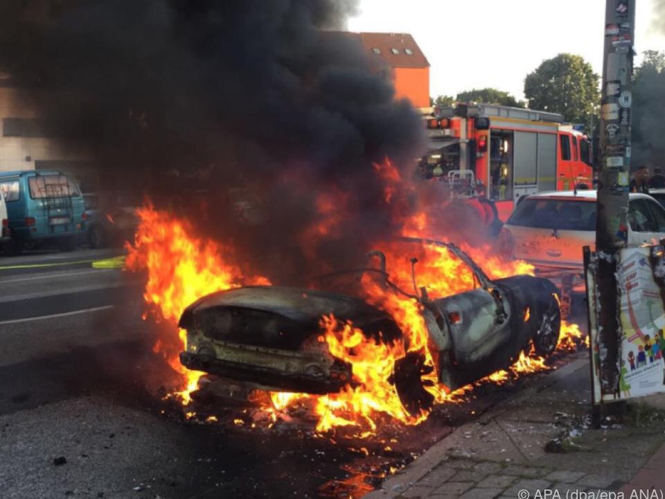 Viele Autos wurden in Brand gesetzt