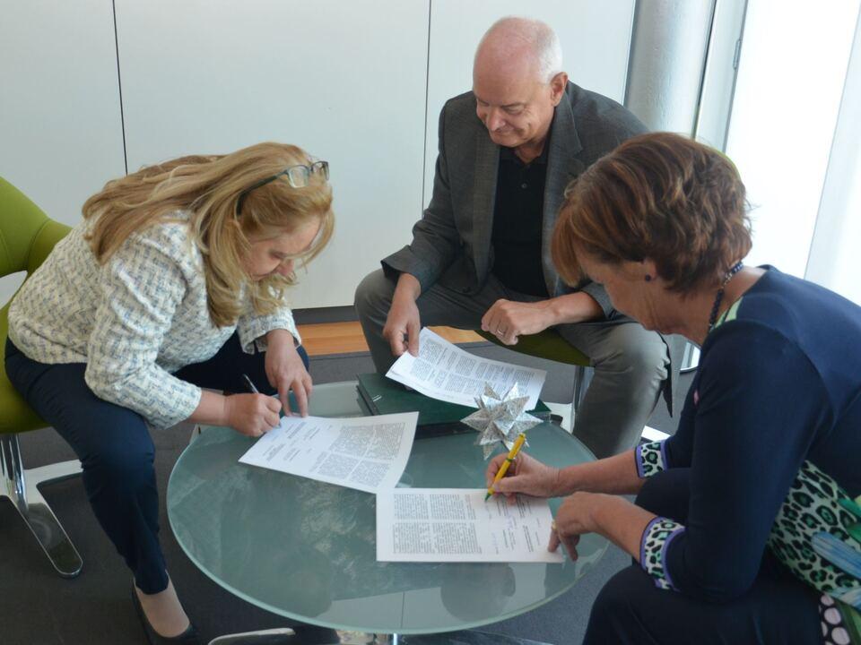 Abkommen Ambulatorium unterzeichnung