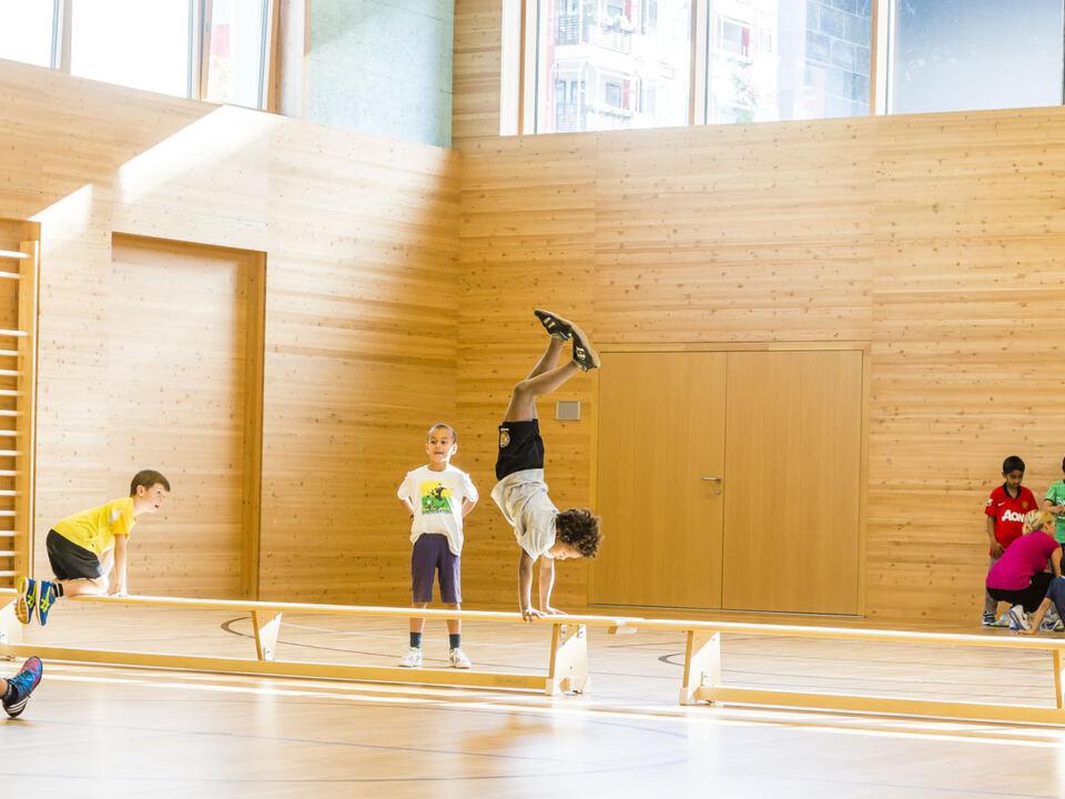 Turnen Sport Schüler Kinder