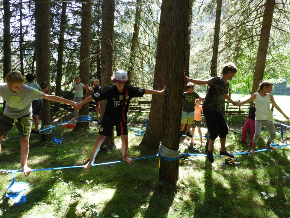 Kinder im Wald actionfun_copy-grw
