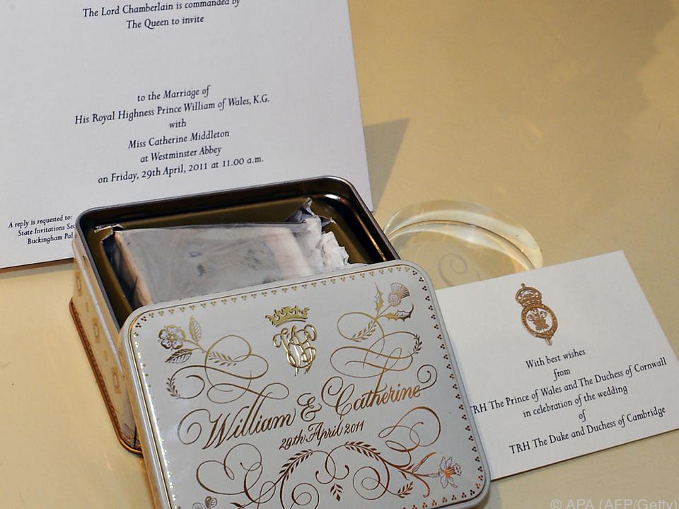 Stuck Hochzeitstorte Von Prinz William Und Kate Versteigert