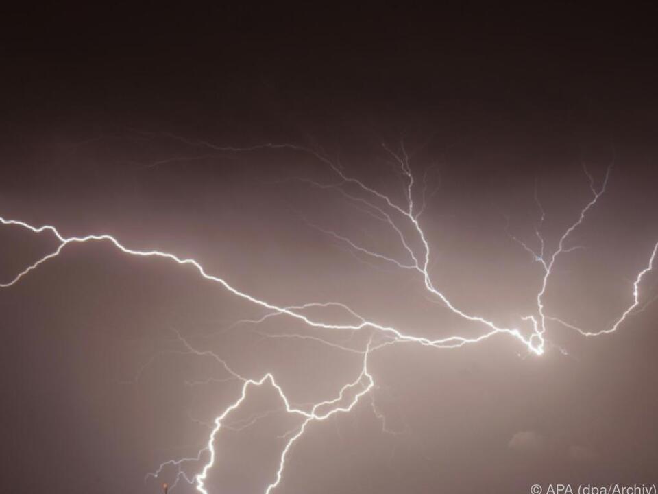 77-Jähriger durch Blitzschlag verletzt