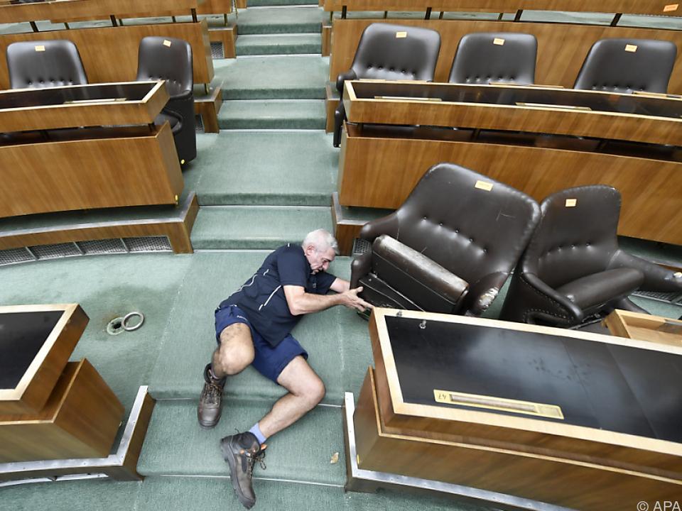 Der Sitzungssaal muss geräumt werden