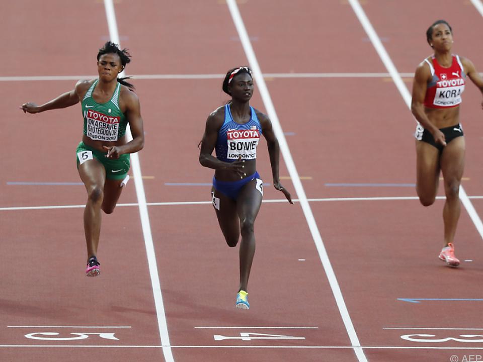 Die Amerikanerin im blauen Dress passierte als Erste die Ziellinie